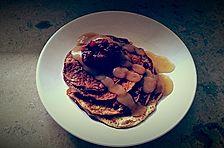 Power-Pancakes mit Chia-Samen und Apfelmus