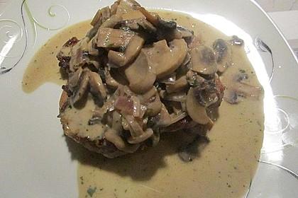 Schweinesteak mit Champignons auf Toast