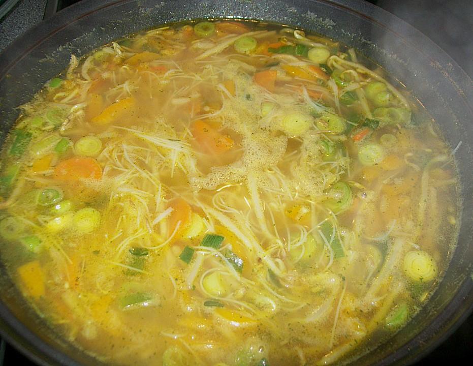 asiatische suppe mit gem se und nudeln rezept mit bild. Black Bedroom Furniture Sets. Home Design Ideas