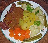 Beiried in Zwiebel - Rosinen - Rotwein - Sauce (Bild)