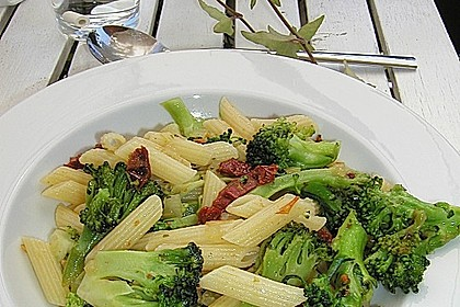 Brokkoli - Pasta mit getrockneten Tomaten