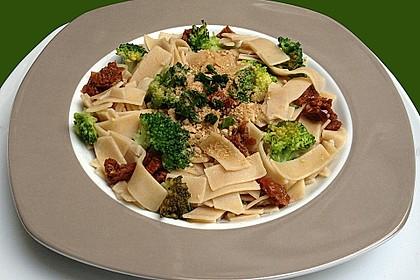 Brokkoli - Pasta mit getrockneten Tomaten 1