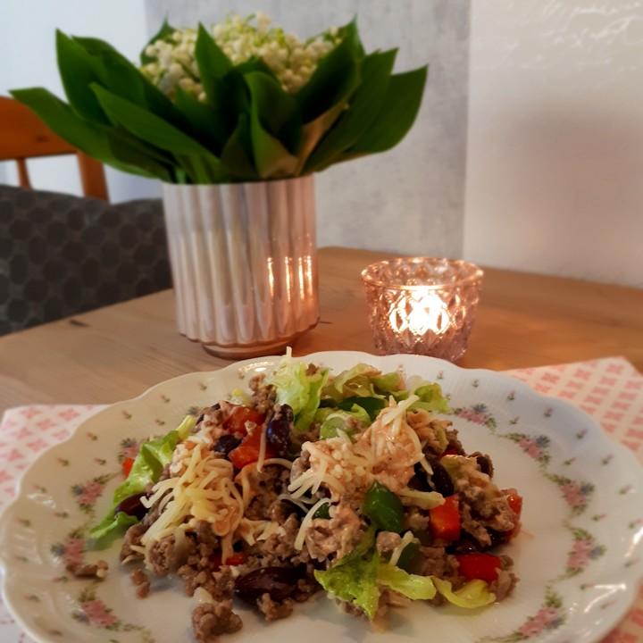 tortilla salat von lecker rhabarber. Black Bedroom Furniture Sets. Home Design Ideas