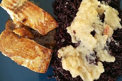 Wildlachs mit Wasabi, Apfelsauce und schwarzem Reis
