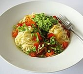 Spaghetti mit Erbsen-Minz-Sauce (Bild)