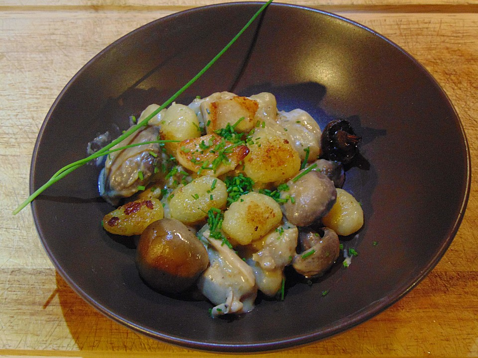 gnocchi pfanne mit h hnchen und champignons rezept mit bild. Black Bedroom Furniture Sets. Home Design Ideas