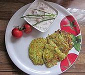 Gemüsepuffer mit Tomatenquark (Bild)