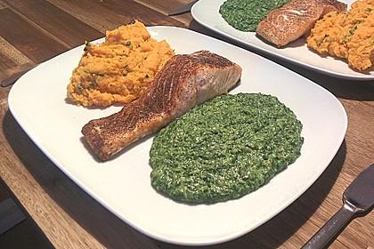 Gegrilltes Lachsfilet mit Süßkartoffel-Püree und Rahm-Blattspinat 4