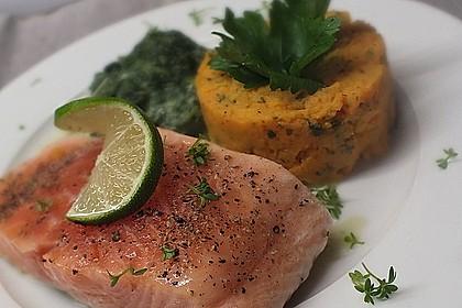 Gegrilltes Lachsfilet mit Süßkartoffel-Püree und Rahm-Blattspinat 2