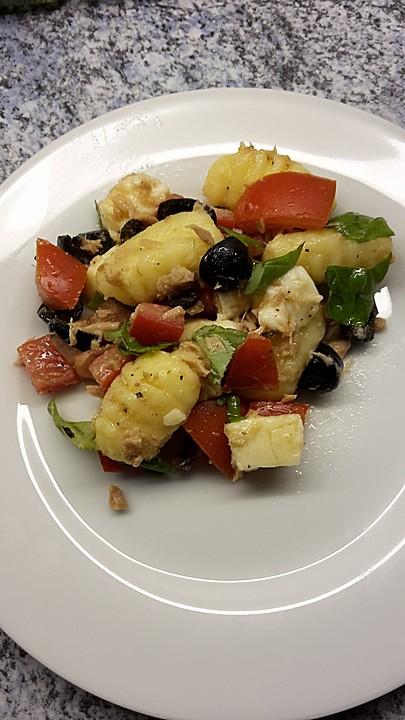gnocchi salat mit thunfisch und mozzarella von nikihb. Black Bedroom Furniture Sets. Home Design Ideas