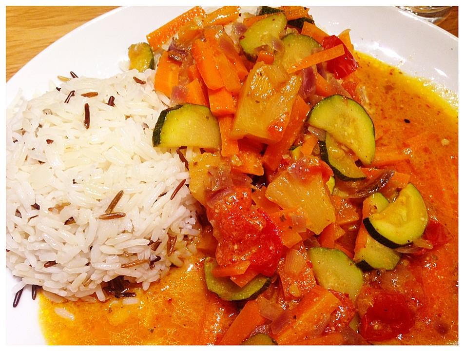 vegetarisches thai curry mit kokosmilch f r genie er von cooking with passion. Black Bedroom Furniture Sets. Home Design Ideas
