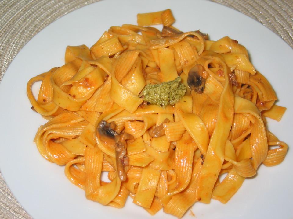Nudeln Mit Pilz Tomaten Sahne Soße