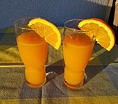 Möhren-Orangen-Apfel-Gurken-Avocado-Smoothie