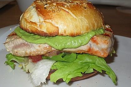 Avocado-Thunfisch-Burger mit Süßkartoffel-Pommes-Frites und Avocado-Frischkäse-Dip 2