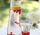 Zitronen-Johannisbeer-Wasser