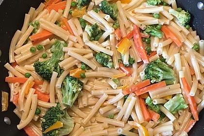 Leichte Gemüse-Nudelpfanne 10