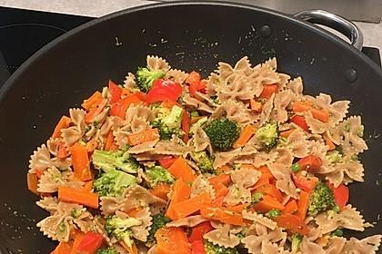 Leichte Gemüse-Nudelpfanne 11