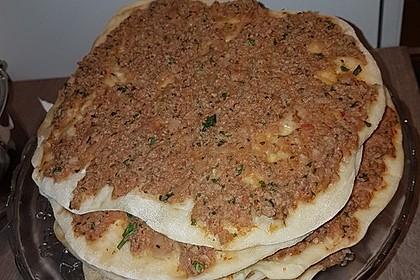 Türkische Pizza aus der Pfanne
