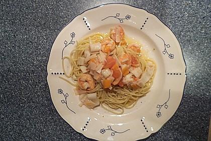 Spaghetti mit Garnelen, Surimi und Tomaten in Knoblauchöl 1