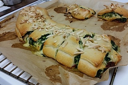 Rahm-Spinat-Salami-Schnecken mit Raclette-Käse 1