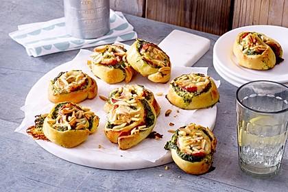 Rahm-Spinat-Salami-Schnecken mit Raclette-Käse