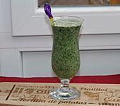 Grüner Smoothie mit Spinat, Avocado und Banane