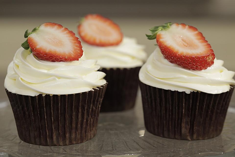 erdbeer cava cupcakes von erdbeeren aus europa. Black Bedroom Furniture Sets. Home Design Ideas