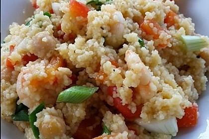 Ausgefallene Couscous-Pfanne mit Paprika und Garnelen
