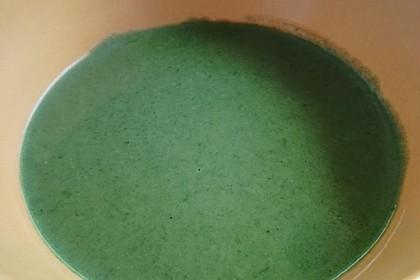 Rahm-Spinat-Suppe mit pochiertem Ei 3