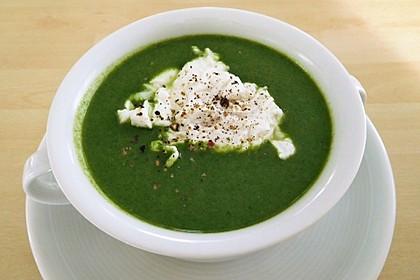 Rahm-Spinat-Suppe mit pochiertem Ei 2