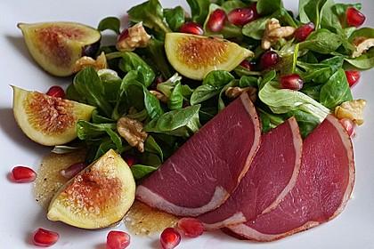 Feldsalat mit geräucherter Entenbrust und Feigen