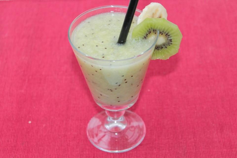 smoothie aus birne kiwi und banane rezept mit bild. Black Bedroom Furniture Sets. Home Design Ideas