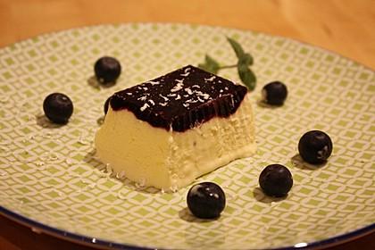 Weißes Schokoladen-Heidelbeer-Parfait