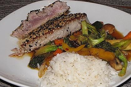 Gelbflossen-Thunfischfilet mit Wokgemüse mit Sweet Chili Sauce