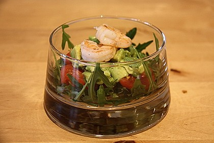 Tomaten-Avocado-Salat mit Garnelen 0