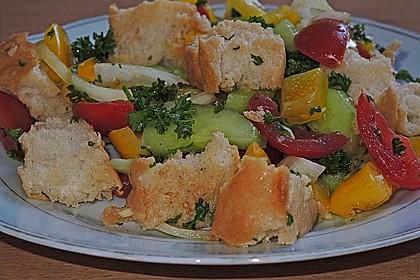 Brotsalat mit Gurke und Paprika 0