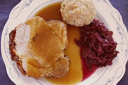 Schweinekrustenbraten in Zwiebel - Bier - Sauce 9