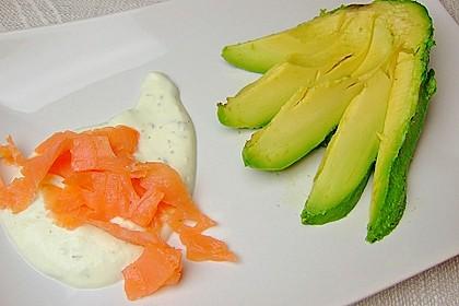 Avocado mit Räucherlachs 3