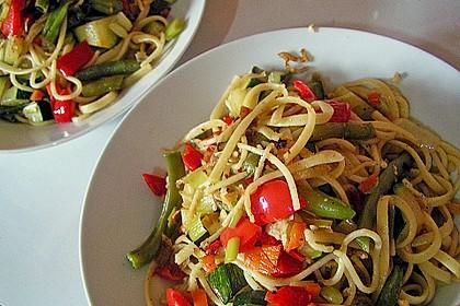 Gebratene Spaghetti mit Gemüse 1
