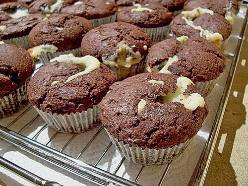 schokoladen muffins mit frischk se f llung rezept mit bild. Black Bedroom Furniture Sets. Home Design Ideas