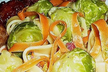 Bunte Nudeln mit Rosenkohl in Gorgonzola-Sauce 10