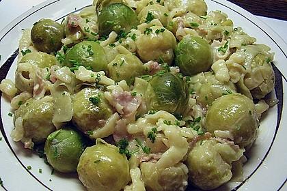 Bunte Nudeln mit Rosenkohl in Gorgonzola-Sauce 5