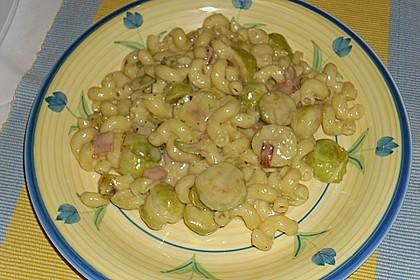 Bunte Nudeln mit Rosenkohl in Gorgonzola-Sauce 12