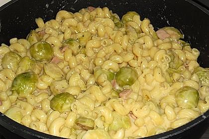 Bunte Nudeln mit Rosenkohl in Gorgonzola-Sauce 7