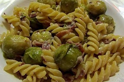 Bunte Nudeln mit Rosenkohl in Gorgonzola-Sauce 3