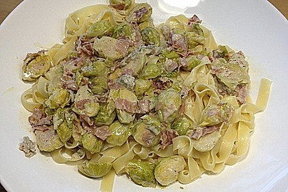 Bunte Nudeln mit Rosenkohl in Gorgonzola-Sauce 4