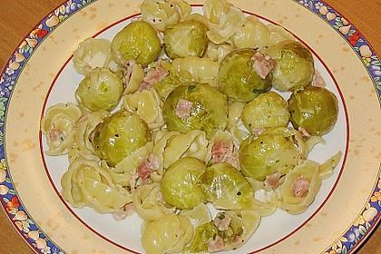 Bunte Nudeln mit Rosenkohl in Gorgonzola-Sauce 11