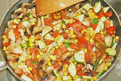 Bunte mediterrane Gemüsepfanne mit Reis 11