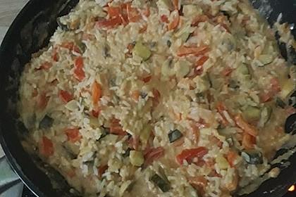 Bunte mediterrane Gemüsepfanne mit Reis 31