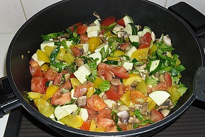 Bunte mediterrane Gemüsepfanne mit Reis 6
